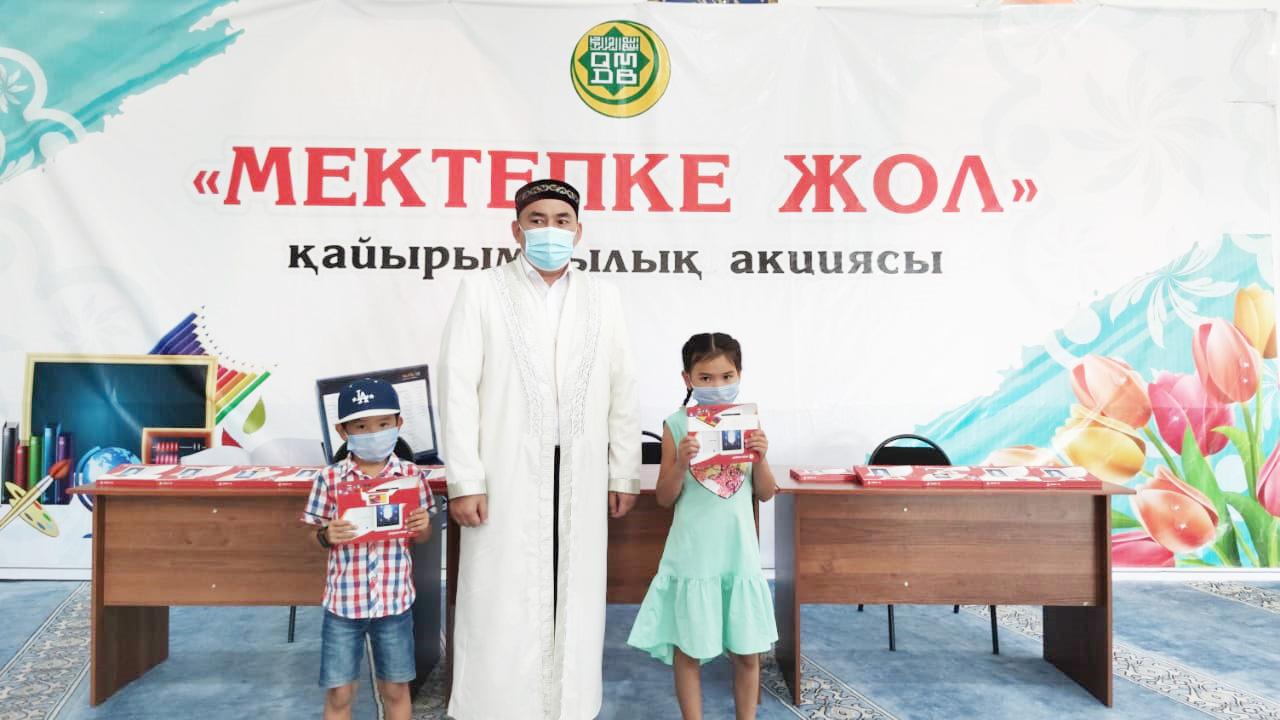 Шымкент: Школьникам подарили планшеты