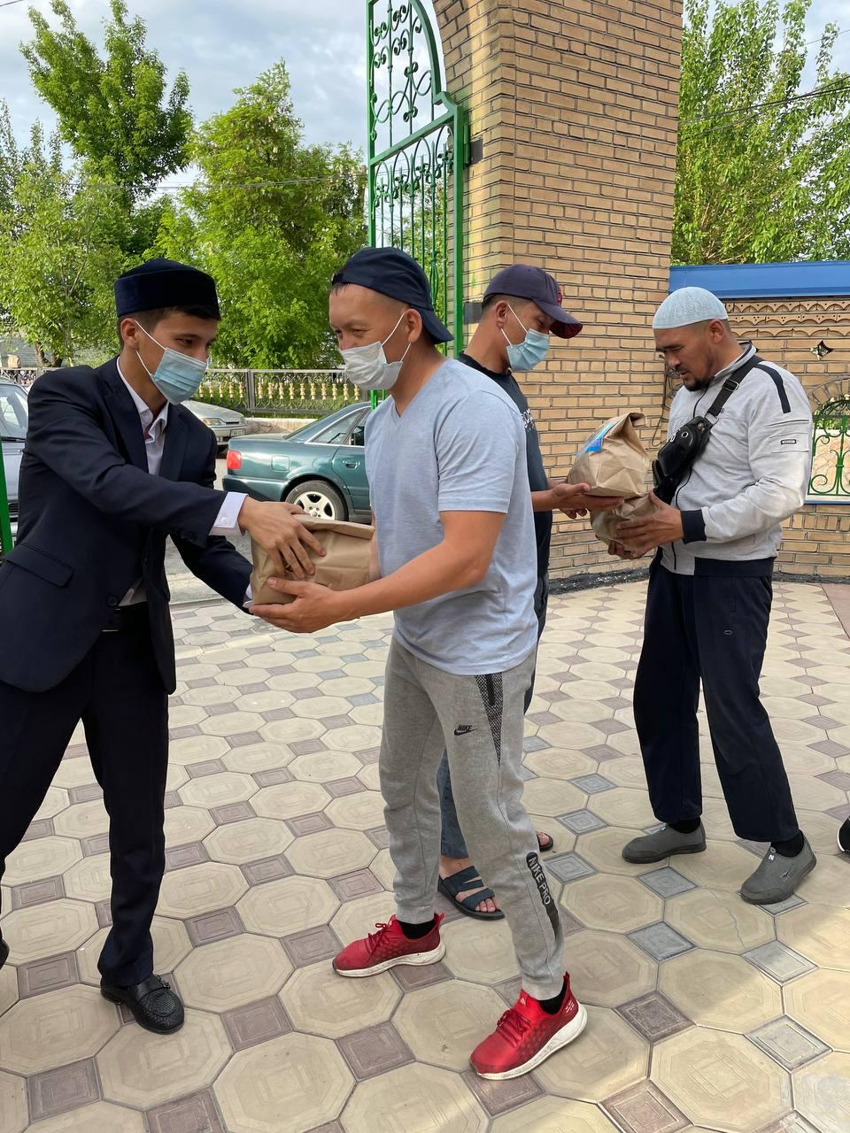 «Тәжібай ата» мешіті 110 кісіге «Ауызашар» себетін таратты